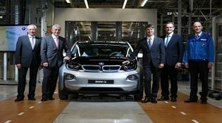 Xe hơi điện BMW sẽ dùng công nghệ sạc từ đèn đường