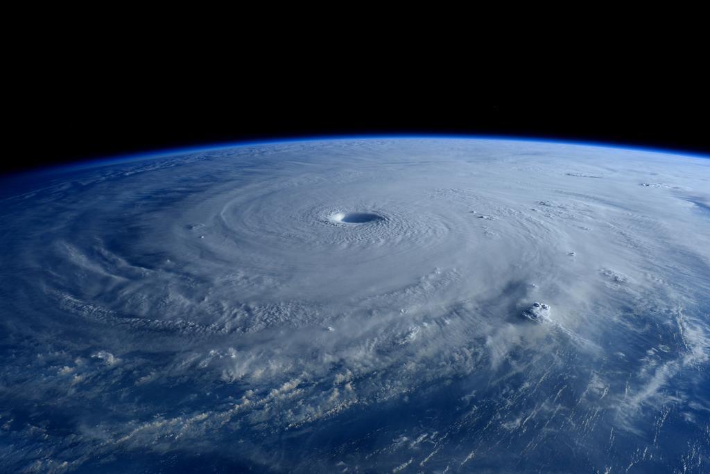 Siêu bão Maysak, hạn hán kỷ lục ở California và sự ngạo mạn của con người
