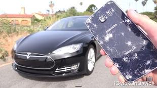 Thử độ bền Galaxy S6 dưới bánh xe Tesla
