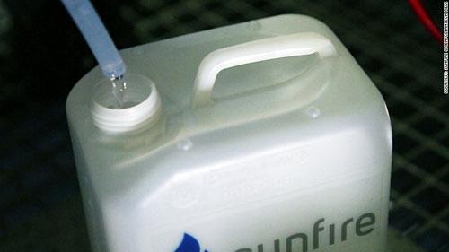 Tạo ra dầu diesel cho xe hơi từ nước và không khí