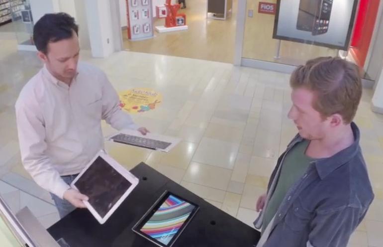 Lenovo tung clip bẻ gãy đôi MacBook Air