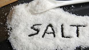 Tại sao ăn nhiều muối lại khát nước?