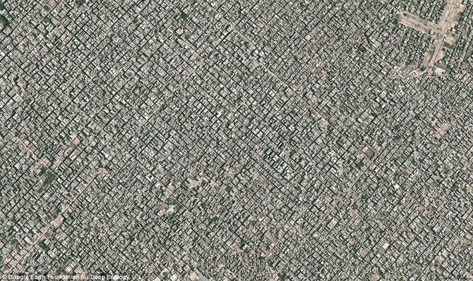 Bức ảnh chụp từ trên cao về thủ đô New Delhi của Ấn Độ, với 22 triệu dân, nhà cửa san sát