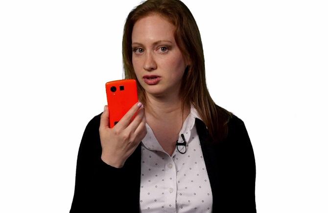 Nếu theo dõi kỹ các mẩu quảng cáo dành cho Android M, bạn sẽ thấy một phiên bản Nexus 5 chưa từng được Google công bố với cảm biến vân tay và lớp vỏ màu đỏ bắt mắt.