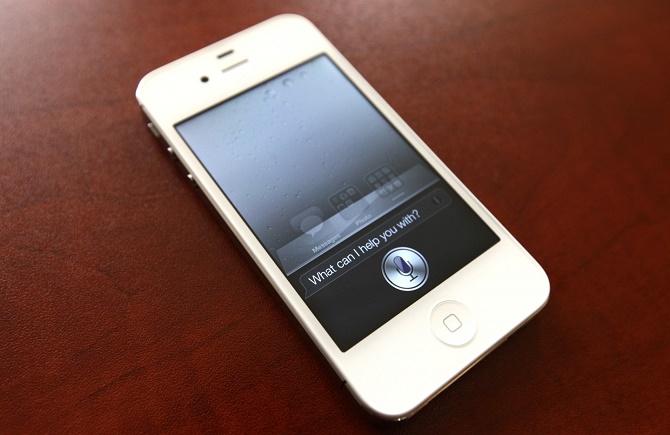 Cho phép Siri kích hoạt ngay từ màn hình khóa có thể khiến bạn để mất nhiều thông tin quan trọng trong trường hợp bị trộm điện thoại.