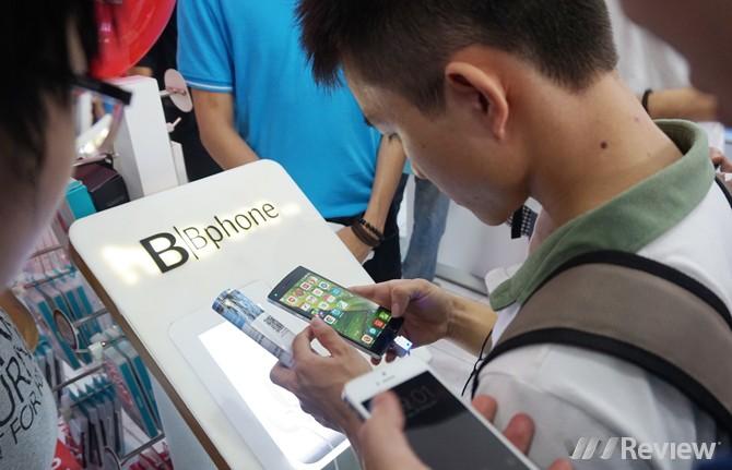 Hào hứng trải nghiệm Bphone tại chi nhánh mới của CellPhoneS