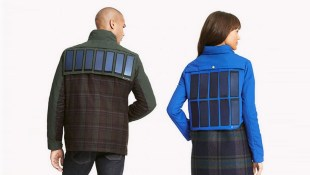 Áo khoác Tommy Hilfiger có thể sạc pin cho smartphone
