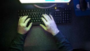 """Phải làm gì khi máy tính nhiễm mã độc """"tống tiền"""" ransomware?"""