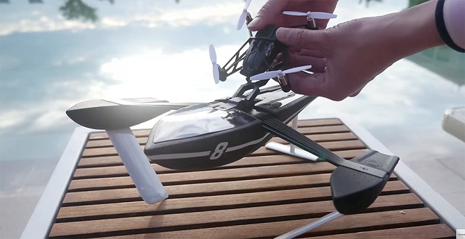 13 mẫu drone cỡ nhỏ giá rẻ mới được ra mắt lần này đều có giá dưới 200 EURO (khoảng 4,9 triệu đồng), hứa hẹn thỏa mãn giấc mơ điều khiển drone bay trong không trung, lướt trên mặt nước và... nhảy trên đất liền mà không làm cho bạn rỗng hầu bao.