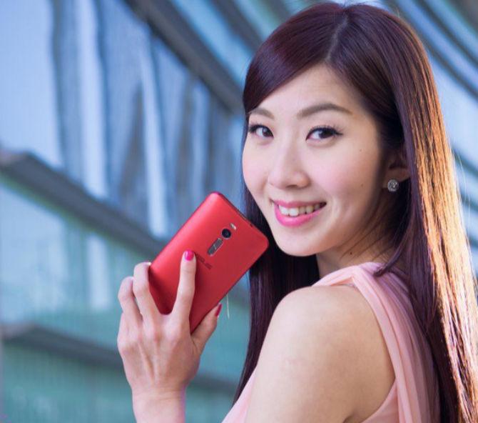 Asus Zenfone 2 bản 128GB, 4GB RAM chính thức ra mắt, giá 387 USD