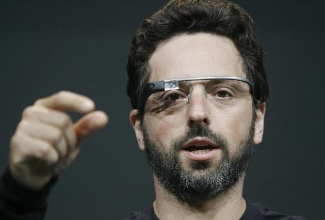 2 năm sau ngày ra mắt, Google Glass đã chính thức chìm vào quên lãng. Gã khổng lồ tìm kiếm đã mắc phải những sai lầm nào khiến cho sản phẩm từng được hy vọng sẽ mở đường cho một phân khúc thiết bị đeo quan trọng (kính thông minh) này lâm vào tình cảnh hiện tại?