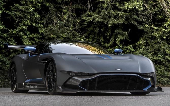 Với thân hình làm bằng sợi carbon, chiếc Aston Martin Vulcan thậm chí còn không được phép lưu hành trên đường phố thông thường.