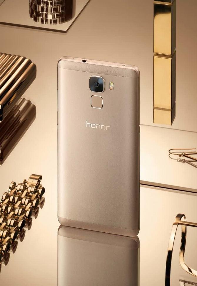 Metal Huawei Honor 7 ra mắt với camera 20 MP, tích hợp cảm biến vân tay
