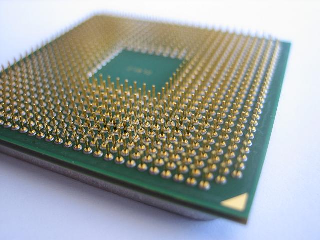 Hiệu năng của bộ vi xử lý không tăng chỉ đơn thuần bằng việc tăng lõi xử  lý. Có nhiều yếu tố khác tác động đối với hiệu năng.