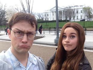 Du khách được phép chụp ảnh trước cửa Nhà Trắng
