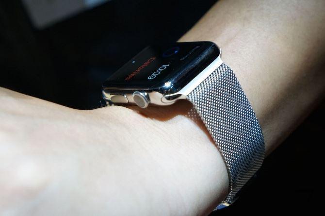 Tim Cook: Apple Watch khởi đầu tốt hơn so với iPhone, iPad