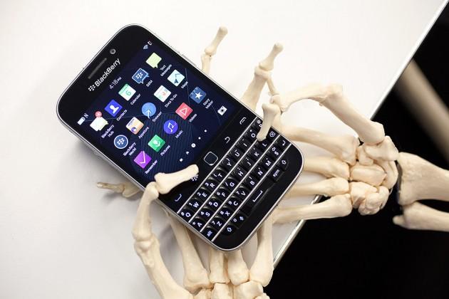 """Business Week đăng bài """"trên tay"""" mỉa mai BlackBerry"""