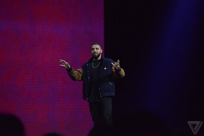 Chỉ trong vòng 1 tháng sau khi ra mắt, dịch vụ nghe nhạc trực tuyến của Apple đã đạt lượng người dùng bằng một nửa số người dùng trả phí của đối thủ Spotify.