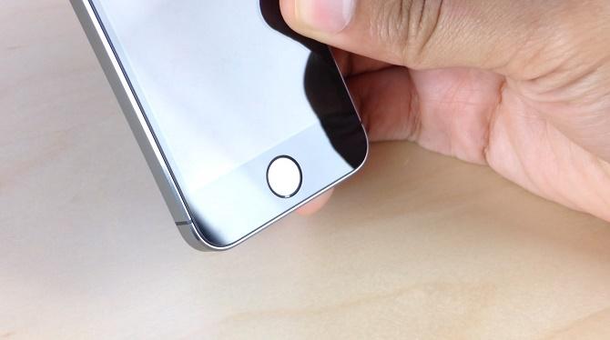 Kế hoạch nâng cấp kính bảo vệ cho iPhone trở thành sapphire tưởng chừng đã kết thúc sau khi đối tác GT Advanced Technologies của Apple phá sản, song thực tế là công ty của Tim Cook vẫn quyết tâm theo đuổi công nghệ này.