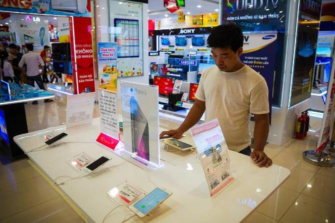 Hãy cùng nhìn niềm đam mê iPhone của người Việt dưới con mắt của các BTV đến từ trang tin công nghệ hàng đầu thế giới Cnet.