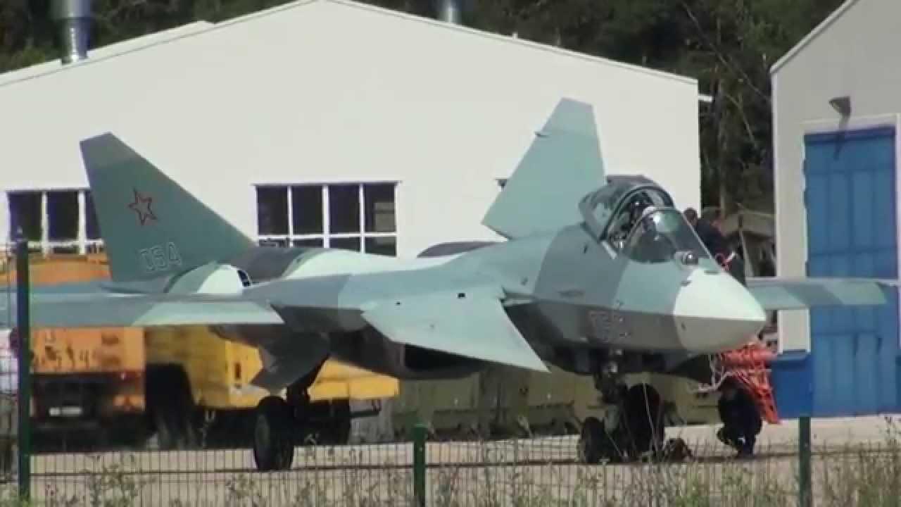 Pha nhào lộn siêu ấn tượng của Sukhoi Su-35 và T-50