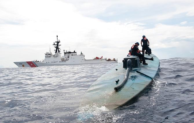 Sau khi được cảnh báo bởi một máy bay tiêm kích của Hải quân, lực lượng Phòng vệ Bờ biển Hoa Kỳ đã thu được lượng cocain trị giá gần 4 tỷ đồng trên một con tàu bán ngầm tự chế.