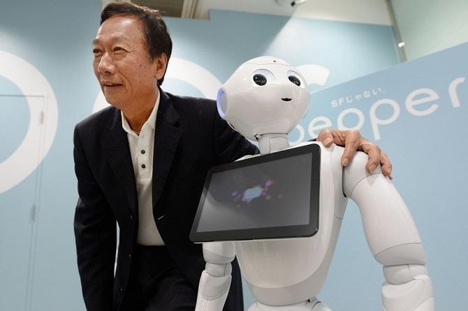 Từ iPhone, Foxconn vươn lên sản xuất robot
