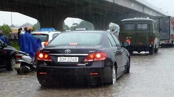 5 điều cần lưu ý khi lái xe hơi qua vùng ngập nước