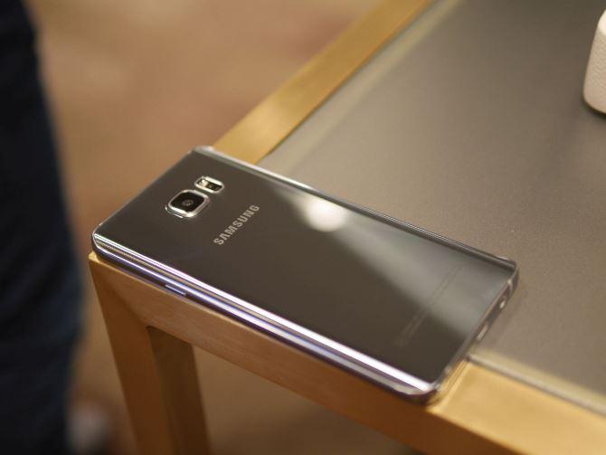 Cũng giống như Galaxy S6, Galaxy Note 5 đánh dấu một bước chuyển quan trọng cho dòng phablet đầu bảng của Samsung. Trong khi không phải tất cả các thay đổi đều sẽ được lòng các fan, Note 5 thực sự là một kiệt tác về công nghệ.