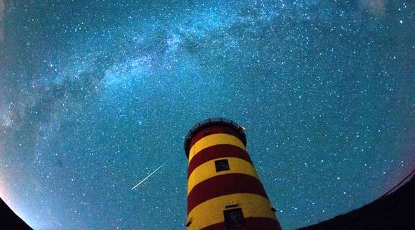 Mưa sao băng Perseid lấp lánh bầu trời thế giới