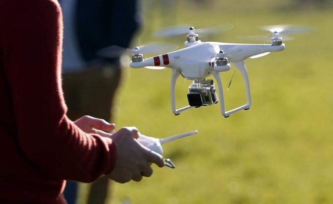 Cuộc cách mạng drone dân dụng đang diễn ra tại nước Mỹ đã mang lại một hệ lụy vô cùng nguy hiểm: tình trạng người dân đưa drone lên các độ cao có thể gây nguy hiểm cho máy bay đang càng ngày càng phổ biến.