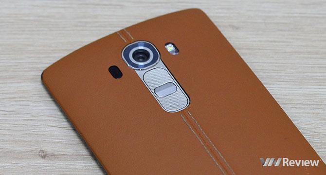 Mặt lưng da LG G4 dễ bị mòn và bong tróc