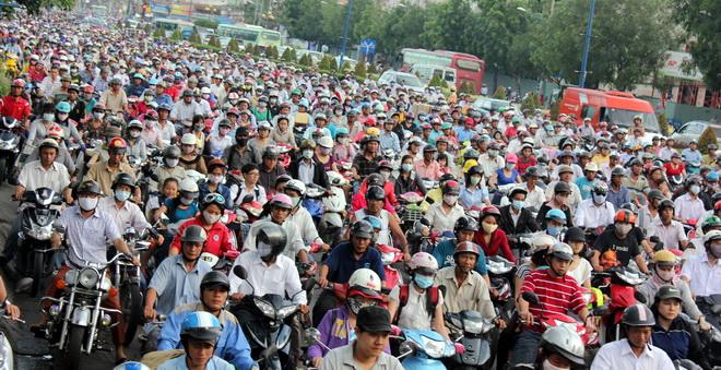 """Hàng triệu xe máy Hà Nội thoát """"thuế đường"""" từ 1/1/2016"""