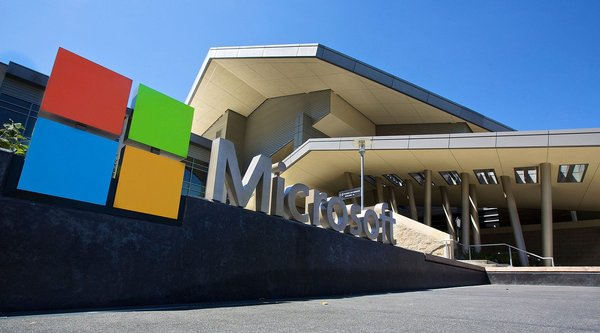 Microsoft chi hàng tỷ USD 'thay áo' trụ sở chính