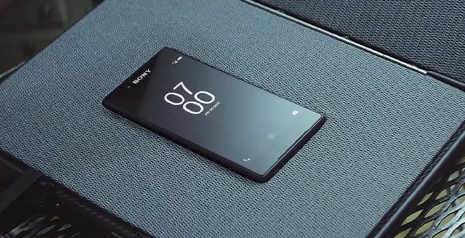 James Bond 2015 dùng điện thoại Sony Xperia Z5