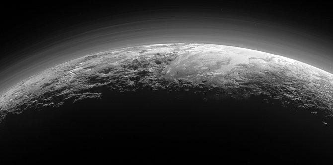 NASA công bố thêm nhiều ảnh mới về Sao Diêm Vương
