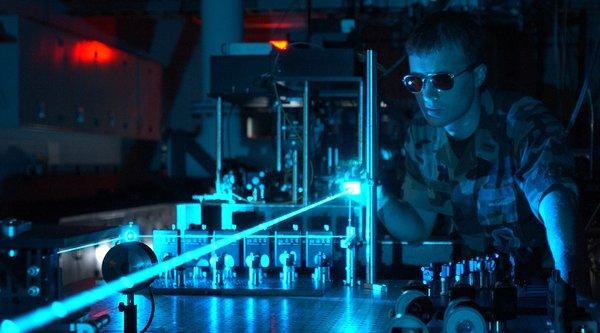 Anh phát triển vũ khí laser có khả năng hạ gục máy bay và tàu chiến