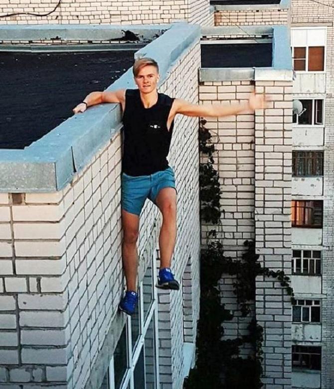 """Cậu học sinh chế do """"selfie"""" trên 9 tầng... nhà"""