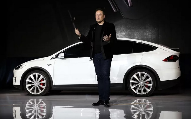 """Elon Musk: """"Apple là bãi tha ma của Tesla"""""""
