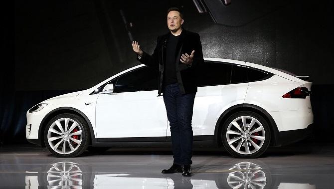 """Chỉ vài ngày sau khi lớn tiếng gọi Apple là """"bãi tha ma"""" của Tesla, tỷ phú công nghệ Elon Musk đã đăng đàn Twitter để giải thích rằng """"Yo, tôi không ghét Apple""""."""