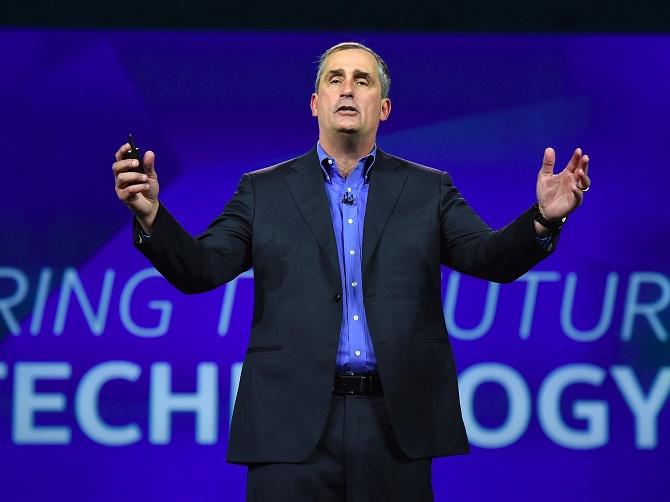"""Kết quả kinh doanh vượt mức kỳ vọng của Intel trong quý 3/2015 cho thấy hãng sản xuất vi xử lý hàng đầu thế giới đã tìm ra nhiều giải pháp để hạn chế ảnh hưởng từ """"cái chết"""" của PC."""