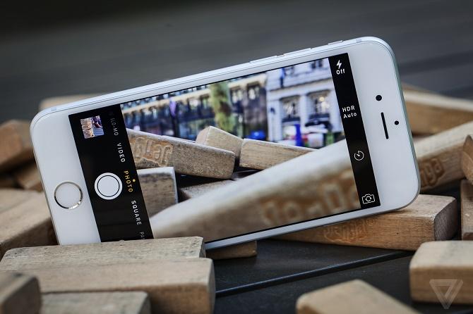 Nghiên cứu của công ty chuyên phát triển công cụ đánh giá hình ảnh DxOMark cho thấy chất lượng ảnh chụp của iPhone 6s thua xa các đối thủ Android và thậm chí còn kém hơn cả iPhone 6.