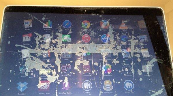 Apple đã chấp nhận thay miễn phí màn hình MacBook bị bong lớp chống chói