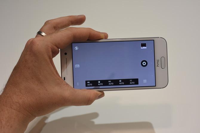 Dù cấu hình và các tính năng của HTC One A9 khá tốt nhưng có lẽ HTC sẽ phải dành rất nhiều thời gian để thuyết phục người dùng rằng chiếc smartphone chủ lực mới của hãng không phải là một bản sao của iPhone 6.