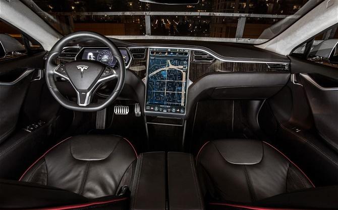 Chỉ vài tháng sau khi được Consumer Reports dành tặng điểm số cao nhất trong lịch sử, chiếc Model S đã bị tờ tạp chí này cho điểm số dưới mức trung bình trong một cuộc khảo sát người dùng.