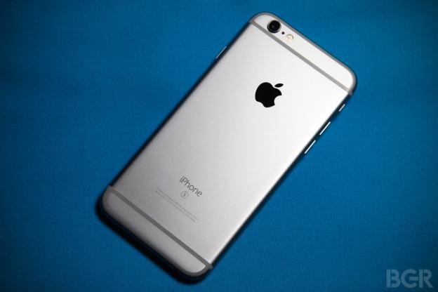 Vài ngày sau khi CEO của công ty Đài Loan tuyên bố chiếc One A9 mới ra mắt là lựa chọn tốt để thay thế cho iPhone, phó chủ tịch của công ty lại gây sốc khi khẳng định HTC không copy Apple.