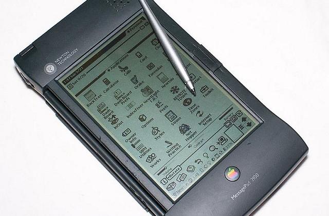 """Ngày 23/10 vừa qua là ngày sinh nhật thứ 14 của iPod, sản phẩm Apple mang tính """"cách mạng"""" đầu tiên của Apple."""