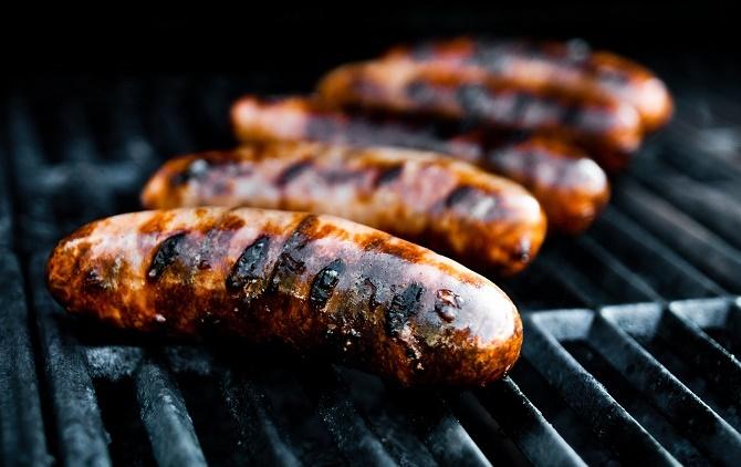 Theo một thông báo mới được tổ chức Y tế Thế giới WHO đưa ra vào ngày thứ hai, thịt đã qua chế biến có thể dẫn tới ung thư ruột trong khi thịt đỏ rất có thể là một nguyên nhân gây ra căn bệnh này.
