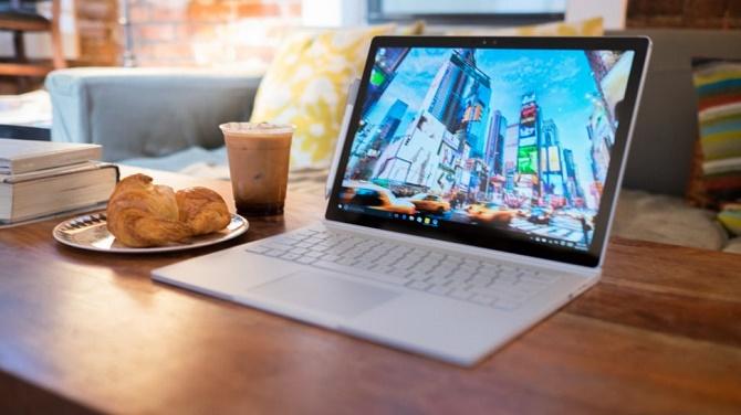 Chỉ hơn một ngày sau khi lên kệ, chiếc Surface Book của Microsoft đã nhận phải một loạt các lời chỉ trích về lỗi bao gồm cả phần cứng và phần mềm.