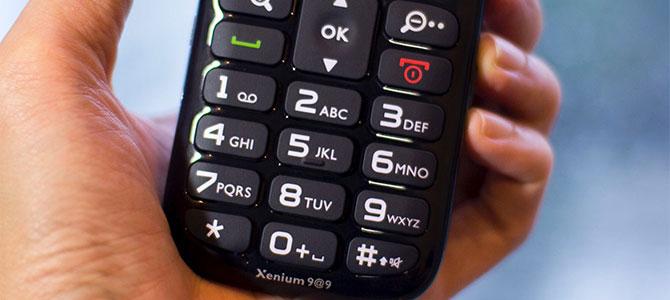 Gạt bỏ suy nghĩ sai lầm khi mua smartphone cho người già
